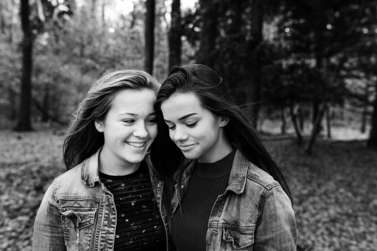 Be-You Two BFF's Fotoshoot in het herfst bos Best Friends Forever Rebel Shots fotografie Heerhugowaard Heiloo